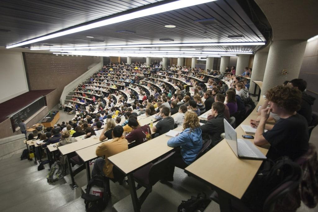 رسیدگی وزارت علوم به 27 هزار دانشجوی خارجی